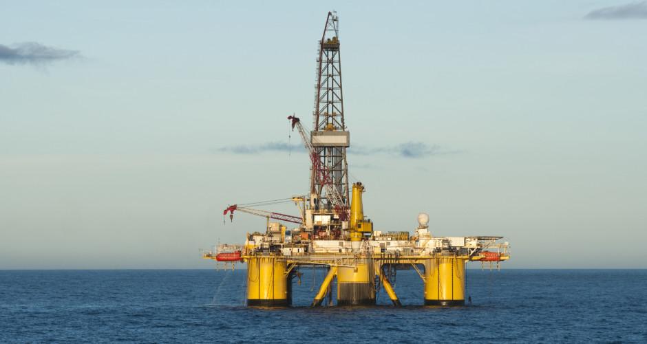 Offshore-Oil-Rig-iStock_000015489781Medium-940x500